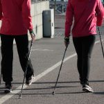 caminar-con-bastones